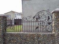 Особливості дизайну кованого паркану