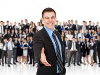 Успішними компаніями керують не начальники. А хто?