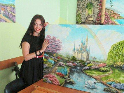 «Щоб оживити картину, фарбу на полотні розмазую руками»