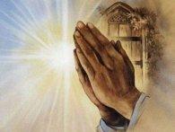 Натруджені руки цілительки та щира молитва зцілили тисячі людей