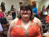 Через рідкісну хворобу 172-кілограмова дівчина постійно їсть