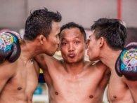 Під час поєдинку тайський боксер поцілував «по-дорослому»  суперника (відео)